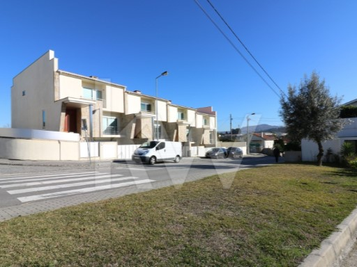 House › Braga | 3 Bedrooms + 1 Interior Bedroom | 4WC