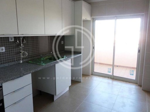 Sale Apartment in Faro | 3 Bedrooms | 2WC