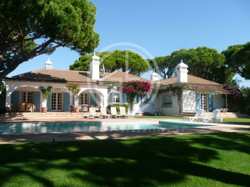 Villa with 4 bedrooms holidays in Vale do Garrao | 4 Bedrooms | 1WC