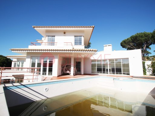 Villa with 4+1 bedrooms in the privileged area of the golden triangle | 4 Bedrooms + 1 Interior Bedroom | 5WC