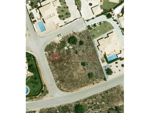 Excellent urban lot with 2,700m2 for construction of luxury villa -LAGOS |
