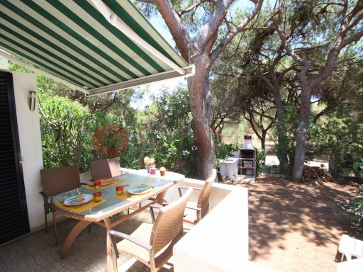 Villa for sale in Vilamoura | 3 Bedrooms | 2WC