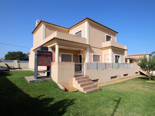Villa for sale near the beach of Quarteira | 4 Bedrooms | 4WC