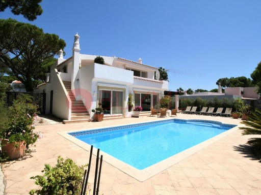 Charming villa with swimming pool near the prestigious Vale do Lobo Beach | 3 Bedrooms + 1 Interior Bedroom | 5WC