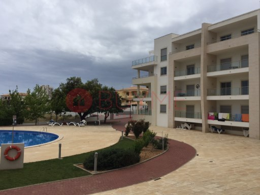 Excellent apartment T0 +1 housed in a gated community with pool and gardens in Albufeira.  | 0 Bedrooms + 1 Interior Bedroom | 1WC