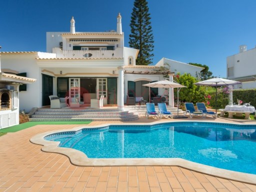 Residences of traditional Portuguese architecture in central area of Vilamoura | 3 Bedrooms + 2 Interior Bedrooms | 5WC