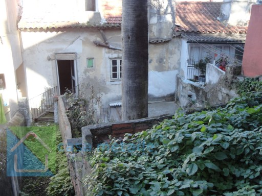 Building break recover with 4 fractions and garden, between praça da alegria and príncipe real  |