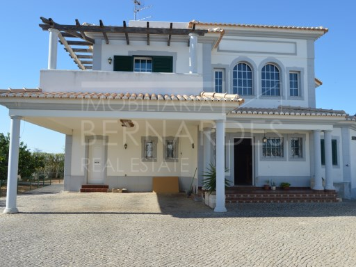 Villa 4 Bedrooms in Quelfes, Olhão | 4 Bedrooms | 5WC