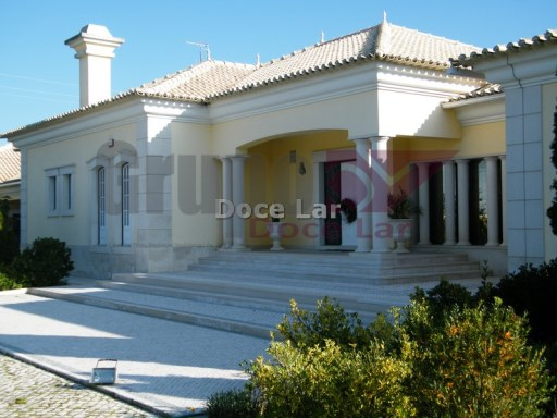 Detached house V8 entered in batch of 5000 m ² in Azeitão | 8 Bedrooms | 4WC
