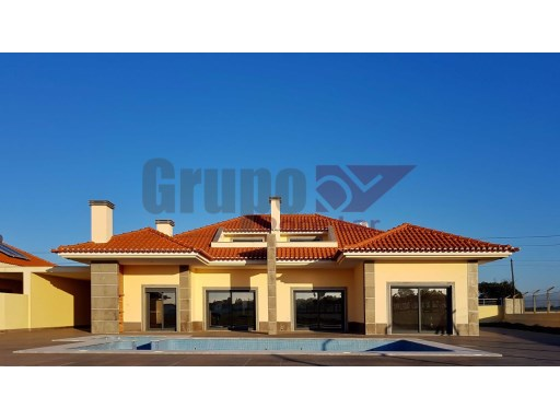 Villa with good areas, well located | 3 Bedrooms | 4WC