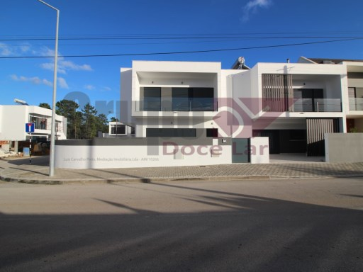 New 4 bedroom villa in Fernão Ferro. | 3 Bedrooms | 3WC