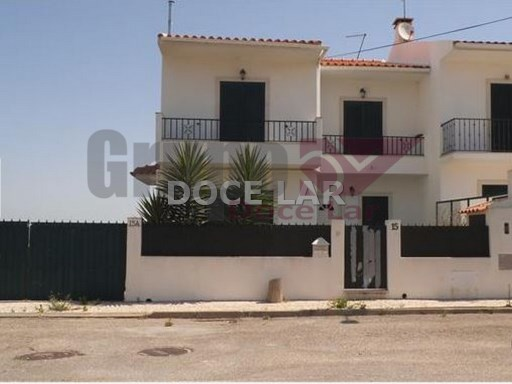 Bank-dwelling property 4 Rooms in Almoinha-Sesimbra | 3 Bedrooms | 2WC