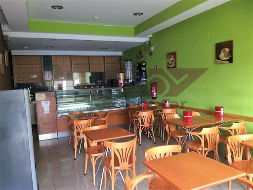 Cafe Snackbar ready to work fully equipped with furniture and machines. |