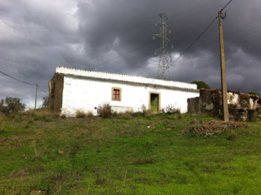 House in ruin for reconstruction until 300 sqm near São Brás de Alportel  | 3 Bedrooms | 1WC