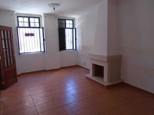 3 bedroom townhouse renovated in the centre of faro | 3 Bedrooms | 2WC