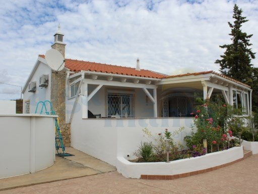 DETACHED TWO BEDROOM HOUSE WITH GARAGE, POOL AND 2550M2 OF LAND | 2 Bedrooms | 1WC