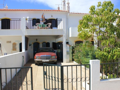 HOUSE WITH DRIVE FOR TWO CARS, REAR GARDEN AND TERRACE FROM BEDROOM, SITUATED IN ALTURA. | 3 Habitaciones