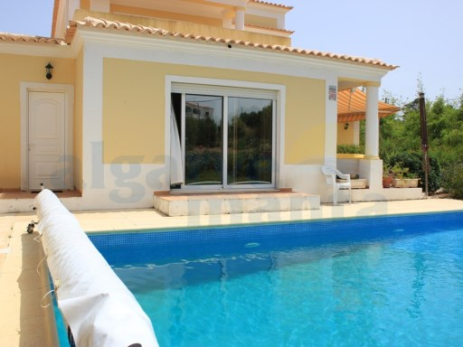 STUNNING DETACHED 4 BEDROOM VILLA WITH PRIVATE POOL, ONLY MINUTES FROM PRAIA VERDE | 4 Habitaciones | 3WC