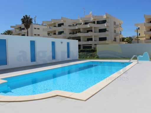 2 bedroom apartment situated in condominium with swimming pool. The beach is 5 minutes walk and the supermarket, restaurants etc 2 minutes. | 2 Bedrooms