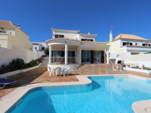 REDUCED!!! STUNNING FOUR BEDROOM DETACHED VILLA IN A PEACEFUL LOCATION JUST OUTSIDE OF TAVIRA TOWN, WITH PRIVATE POOL, UNDERFLOOR HEATING, AIR CONDITIONING AND LOVELY OPEN PLAN LIVING DINING AND KITCHEN. | 4 Bedrooms | 4WC