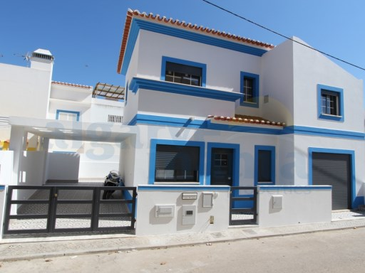 BRAND NEW JUST COMPLETE THREE BEDROOM HOUSE, MANTA ROTA BEACH RESORT. | 3 Bedrooms