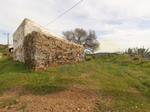 RUSTIC HOUSE TO RESTORE WITH 3720M2 LAND, CASTRO MARIM | 3 Bedrooms