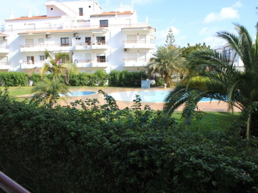 2 bedroom apartment condo with pool 5 minutes from the beach. | 2 Bedrooms