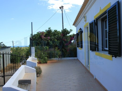 Farm 4 km from the town of Tavira with sea and mountains views. | 4 Bedrooms | 2WC