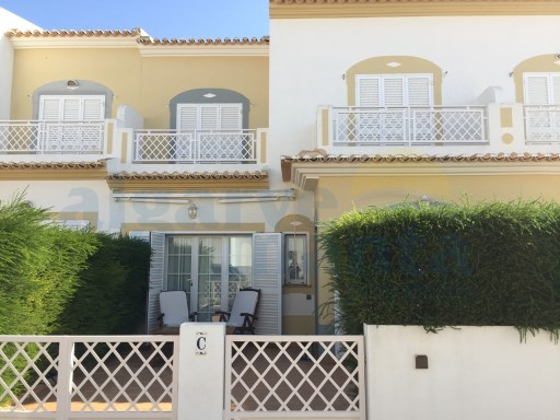 GREAT TOWNHOUSE 3 BEDROOMS +1 WHICH HAS PARKING AND IS VERY CLOSE TO FACILITIES YET IN A QUIET AREA ONLY 5 MINS ON FOOT TO MANTA ROTA BEACH!! | 3 Pièces + 1 Chambre intérieur | 2WC