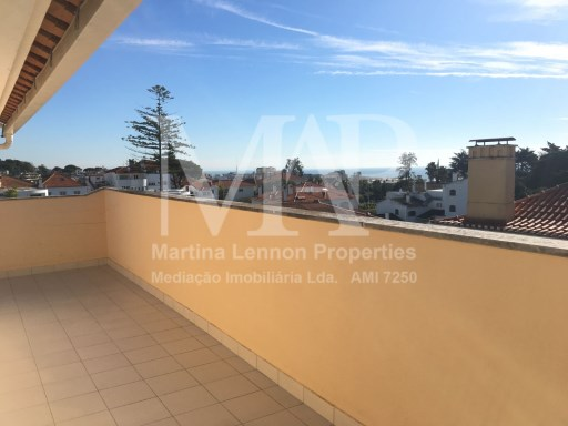 Beautiful T3 Duplex apartment furnished, in condominium with pool with a great terrace on the top floor with a sea view, localized in Estoril. | 3 Bedrooms | 2WC