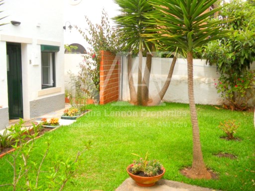 This recently renovated apartment is located at the garden level of a large house in Cascais centre on a quiet residential street. Guests can relax and enjoy this beautiful shared garden at the end of a busy beach day! The ideal holiday apartment! | 1 Bedroom | 1WC