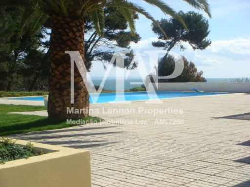 Available from March 2018 .Villa T4 by the Atlantic Ocean. Prime Location. The condominium's facilities include swimming pool, tennis court and children's playground. 4 bedrooms and 3 bathrooms, one bedroom in suite. Private patio with barbecue and entrance garden. Veranda with a sea view.