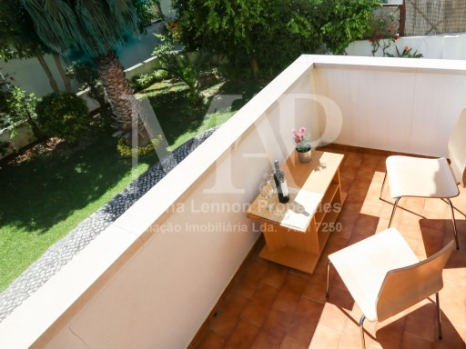 T1 Furnished apartment in one of the best residential areas, Monte Estoril, garage for 1 car. Nice balcony. | 2 Pièces | 1WC