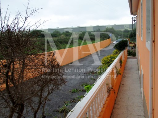 Villa in an area between Cascais and Sintra and possibility to make a retirement home or Big restaurant |