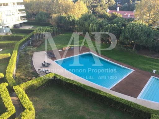 Luxurious 3 bedroom 160 sqm apartment in the condominium Scala in Cascais. Just beside the guincho road. This beautiful property is for rent unfurnished. it has a  large living room, fully equipped kitchen, one bedroom with insuite bathroom and 2 bedrooms with a shared bathroom plus a guest toilet. It has high quality finishings and a big terrace, garage space for 2 cars . The Scala complex has 2 exterior swimming pools, sauna, Turkish bath, heated indoor swimming pool, gymnasium, 19000sqm gardens and 24 hour security. | 3 Bedrooms | 3WC
