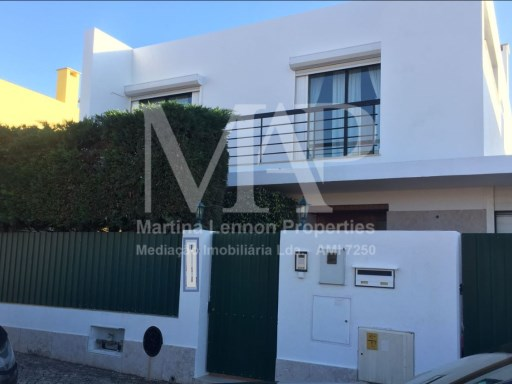 House  T4,  unfurnished, localized in Aldeia de Juzo- near Cascais.5 min by car from the beautiful Guincho Beach and 3 min. from the motorway A5, Cascais-Lisbon.