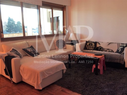 Sunny, spacious 4-bedroom apartment close to all amenities in Carcavelos. | 4 Bedrooms | 2WC