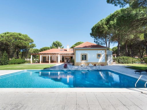 EXCELLENT VILLA IN HERDADE DO MONTALVO, WITH SWIMMING POOL AND GARDEN | 5 Bedrooms | 1WC