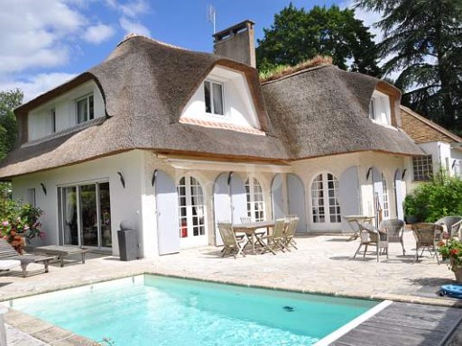 LUXURY VILLA IN GOLF CONDO NEAR PARIS | 10 Bedrooms