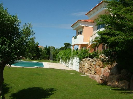 VILLAS IN A CONDOMINIUM IN CASCAIS, CLOSE  TO THE SEA AND THE HILLS | 4 Bedrooms