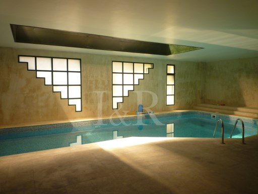 EXCELLENT 4 BEDROOM APARTMENT AT LAPA - LISBON, PARKING, TERRACE,SWIMING POOL, GOOD RETURN 5% | 4 Bedrooms | 2WC