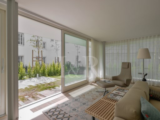 EXCELLENT 2 BEDROOM APARTMENT IN A CHARMING DEVELOPMENT IN SANTOS (LISBON) | 4 Bedrooms + 1 Interior Bedroom | 3WC