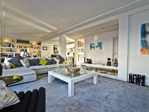SPECTACULAR 5 BEDROOM APARTMENT IN INFANTE SANTO, COMPLETELY RENOVATED | 5 Bedrooms | 1WC