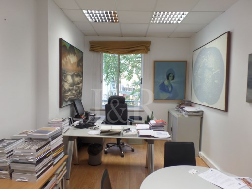 EXCELENT OFFICE WITH 3 ROOMS IN RUA CASTILHO |