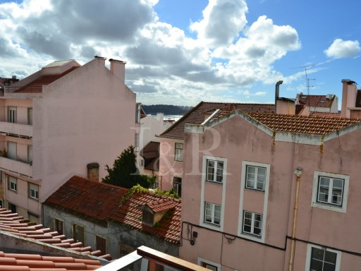 5 BEDROOM HOUSE AT LAPA IN LISBON, WITH GARAGE AND VIEW | 4 Bedrooms + 1 Interior Bedroom