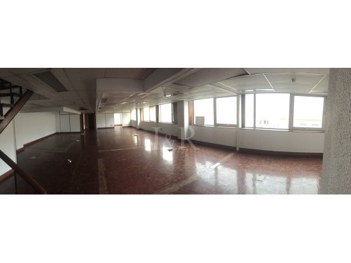 1151 SQM OFFICE IN LISBON WITH 14 PARKING PLACES AT SÃO PAULO. |