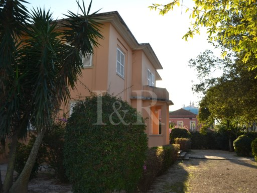 HOUSE WITH 5 APARTMENTS IN OEIRAS FOR INVESTMENT | 9 Bedrooms | 8WC