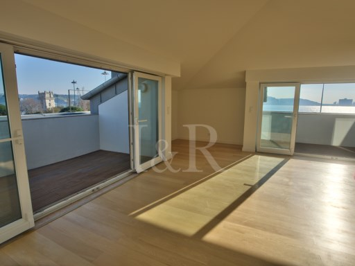 6 BEDROOM APARTMENT IN BELÉM, LISBON WITH RIVER VIEW | 5 Bedrooms + 1 Interior Bedroom | 1WC