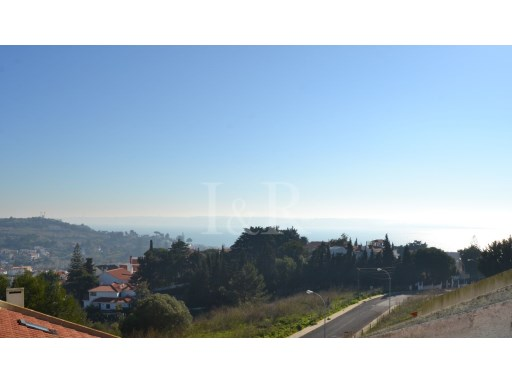 5 BEDROOM HOUSE IN ALTO DO LAGOAL WITH VIEW OVER TAGUS RIVER | 3 Bedrooms + 2 Interior Bedrooms | 2WC