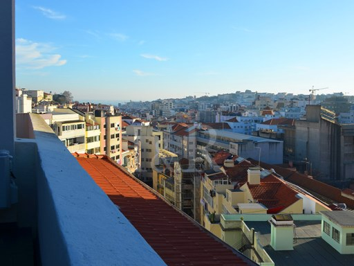 3 BEDROOM DUPLEX APARTMENT WITH BALCONIES NEAR MARQUÊS DE POMBAL, LISBON | 3 Bedrooms + 1 Interior Bedroom | 5WC